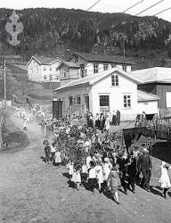 17 mai på 30 talet i Kviteseid - #KvH 08-026 b