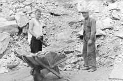 Gullnesgruva ved Bandak Martin Skjæveland og John Kristensen1954 - #KvH 07-028 b