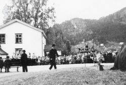 Dyrskusteinen 1956 05 - #KvH 08-040 b