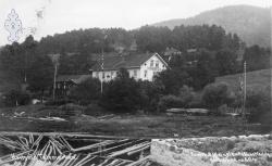 Postkort Kviteseidbyen Kviteseid hotell 02 Bruka 1912 - KvH 02-070  b