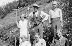 Frå slåtten på Åkre 1934 - #KvH 06-062 b