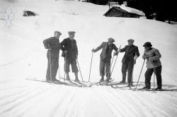 Fem gode vener på skitur 1950 - #KvH 05-059 b