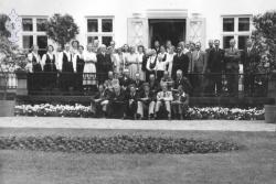 Cappelenarbeiderar med koner på Holden gard 1950 - KvH 03-005 b