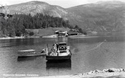 Ferje Spjotsodd m bil og førarbåt 1930åra - #KvH 14-039 b