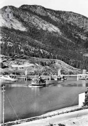 Flytebru ved Spjotsodd og båten Nordsjø - #KvH 14-048 b