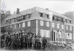 Folkehøgskulen blir bygd 1914 med arb gjeng -KvH 03-009 b