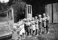 10 årsdagen  til Ole John Hals i 1946 - #KvH 03-065 b