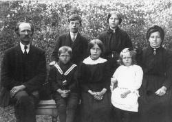 Familien Draugedalen - #KvH 05-081 b