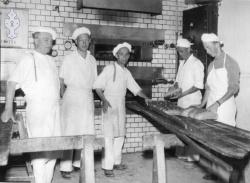 Jakobsens bakeri 1955 - #KvH 07-004  b
