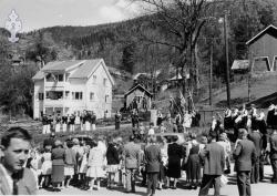 17 maitog i Byen  1960 ved støtta - #KvH 08-005 b